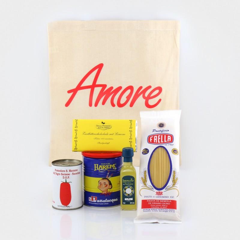 Der Präsentkorb beinhaltet   Kaffee, Limoncello, Nudeln, Tomaten und Schokolade.